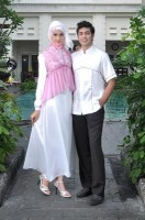 model baju couple muslim terbaru  Gaun-Pesta-muslim-Couple-Rajna-07-pink-putih