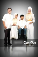 busana muslim fashion Gaun-Pesta-Muslim-Cantique-Putih-Gold
